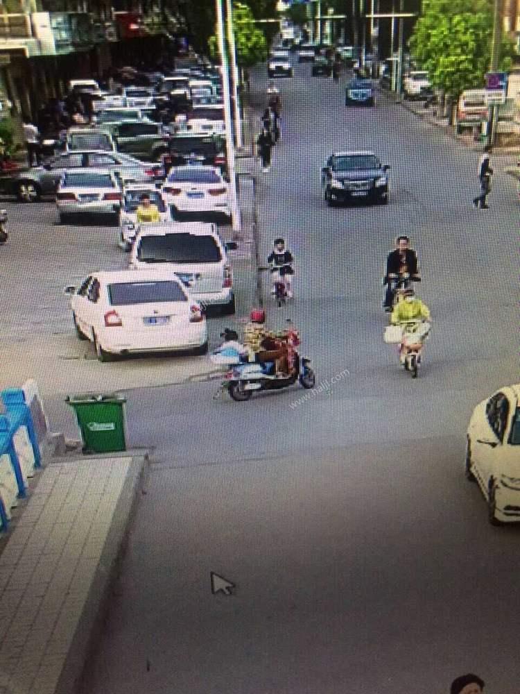 骑电瓶车带小女孩的女子,在信用联社门前大全qq马路图片女生图片